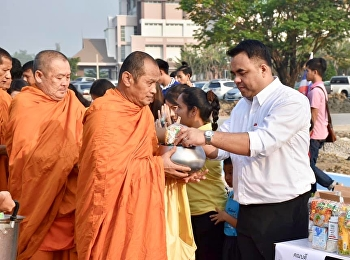 On 16 January 2019, Asst. Prof. Dr. Komson Sommanawat, Dean of College of Logistics and Supply Chain, Suan Sunandha Rajabhat University, lecturers, staff and students gave alms to monks to celebrate 2019 New Year.
