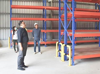 Asst. Prof. Dr.Komson Sommanawat, Dean of College of Logistics and Supply Chain, inspected and checked the progress of the building of document warehouse and the logistics learning center.