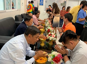 College of Logistics and Supply Chain held the Songkran activity of water pouring on the hands of revered elders and asking for blessing for 2019 at Logistics Laboratory in Building 1, 1st floor, College of Logistics and Supply Chain