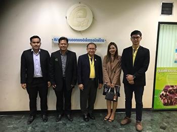 อาจารย์สุวัฒน์ นวลขาว รองคณบดีฝ่ายบริหาร นำคณะอาจารย์แขนงวิชาธุรกิจพาณิชยนาวี เข้าพบนายกสมาคมตัวแทนออกของอีเล็คโทรนิคไทย ณ สำนักงานการท่าเรือแห่งประเทศไทย เพื่อประชุมหารือ Software ทีใช้ในงาน ของ การนำเข้าส่งออก และนำมาประยุกต์ใช้กับการเรียนการสอน