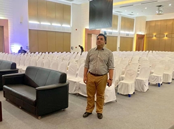 Asst. Prof. Dr.Komson Sommanawat as the acting director of SSRU Nakorn Pathom Education Center was going on location of the orientation ceremony of the 2019 SSRU freshmen in Nakorn Pathom Education Center.