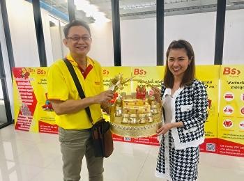 Asst. Prof. Dr. Komson Sommanawat, Dean of College of Logistics and Supply Chain assigned Dr. Chattrarat Hotrawaisaya, Associate Dean of Research and Development, to meet Dr. Chumpol Saichuea,