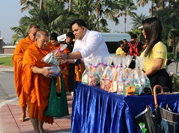 Asst. Prof. Dr. Komson Sommanawat, Dean of College of Logistics and Supply Chain, Suan Sunandha Rajabhat University, Nakhon Pathom Education Center, presided over the almsgiving ceremony for New Year 2020.