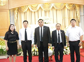 On behalf of College of Logistics and Supply Chain, Suan Sunandha Rajabhat University, Nakhon Pathom education Center, Asst. Prof. Dr. Komson Sommanawat presided over the merit-making ceremony for the funeral of Kim Lui Phu Thong,