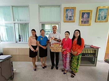 Miss Pornpanna Laoprawatchai, Head of Logistics Management Department in Ranong Education Center, met with the Ranong Port Manager to give the New Year gift in order to express the gratitude for the support during the past year.