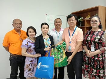 Miss Pornpanna Laoprawatchai, Head of Logistics Management Department, with teachers in the program, giving Happy New Year Basket to Mr. Thirakorn Sangsri, Manager of Petroleum Development Support Base (Ranong), PTTEP.