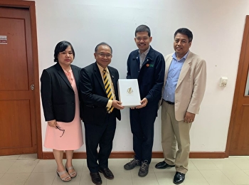 Mr. Suwat Nualkaw, Deputy Dean for Administration, with the faculty of Logistics Management Department, gave a New Year 2020 gift to Mr. Akanit Samitapinthu, President of the Procurement and Supply Chain Management Association of Thailand.