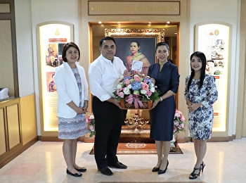 Asst. Prof. Dr. Komson Sommanawat, Dean of College of Logistics and Supply Chain (CLS), Suan Sunandha Rajabhat University (SSRU), along with Miss Chuleekorn Maenklinniam, CLS Office Head, gave a birthday flower basket to Associate Professor Dr. Chutikarn