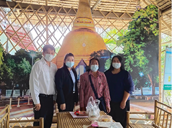 Dr. Sudarat Pimonratanakarn, Associate Dean for Planning and Quality Assurance and lecturers, College of Logistics and Supply Chain met the community leaders at Ban Saladin, Nakhon Pathom Province.
