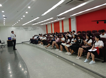 MR.Jatturong Ploenhad, lecturer of Transport Management Department, held a student meeting to brief students of the ceremony to receive pin of insignia.