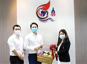 Ms. Nuttawut Thamputtirat, representative of Thai OA Business Co., Ltd. and Ms. Tanyawong Pornpenphap, representative of Dek Nerd.com Co., Ltd., gave a Happy New Year gift to Lecturer Dr. Chattrarat Hotrawaisaya,
